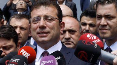"""Кметът на Истанбул с отнетия мандат обеща """"революция"""" на вота"""