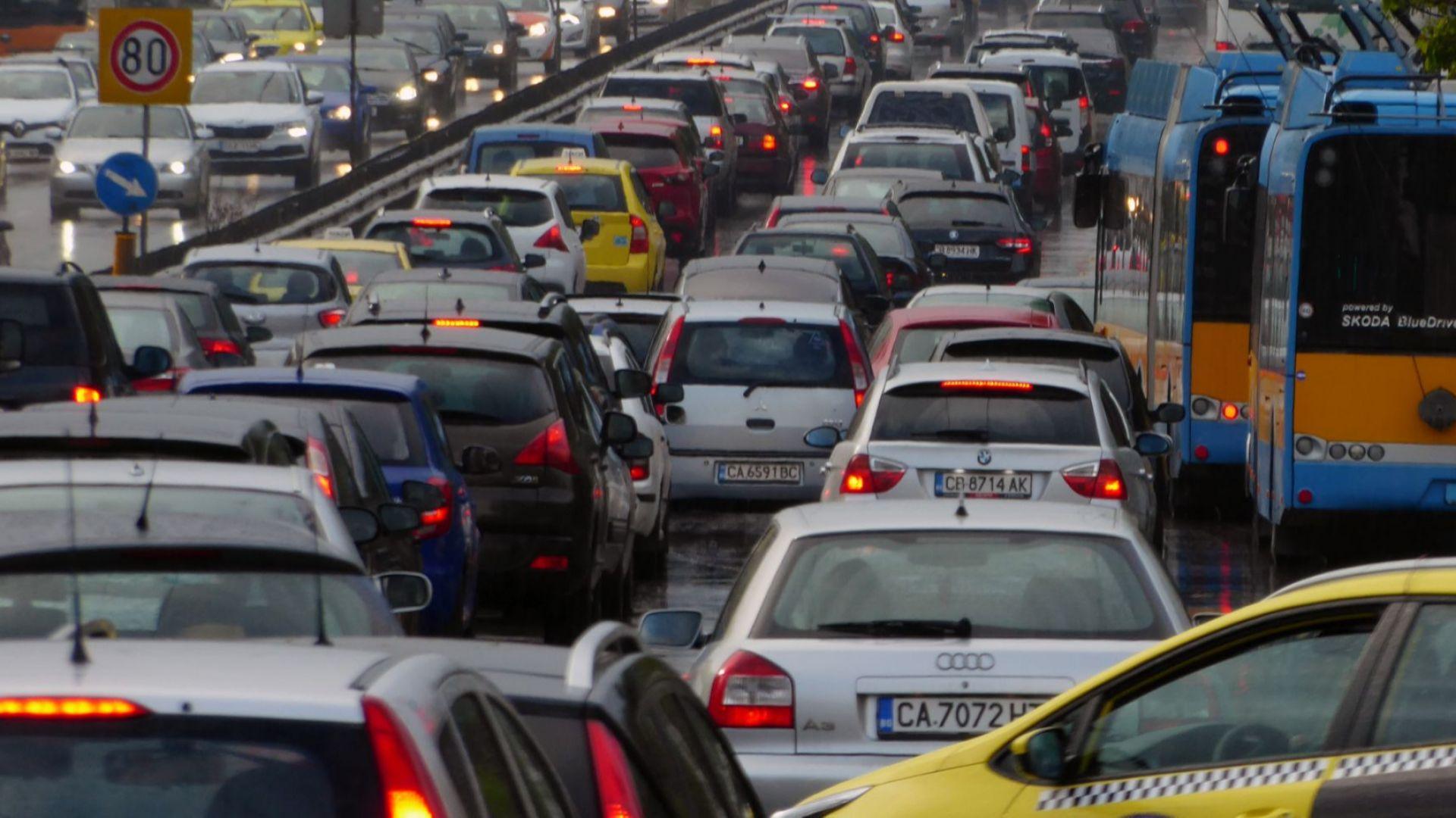 Очаква се засилен трафик по пътищата в страната