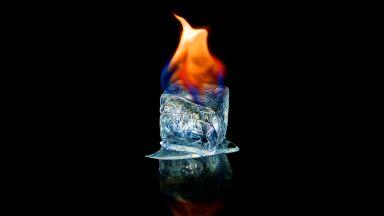 Странен лед остава замръзнал и при +2000 °C