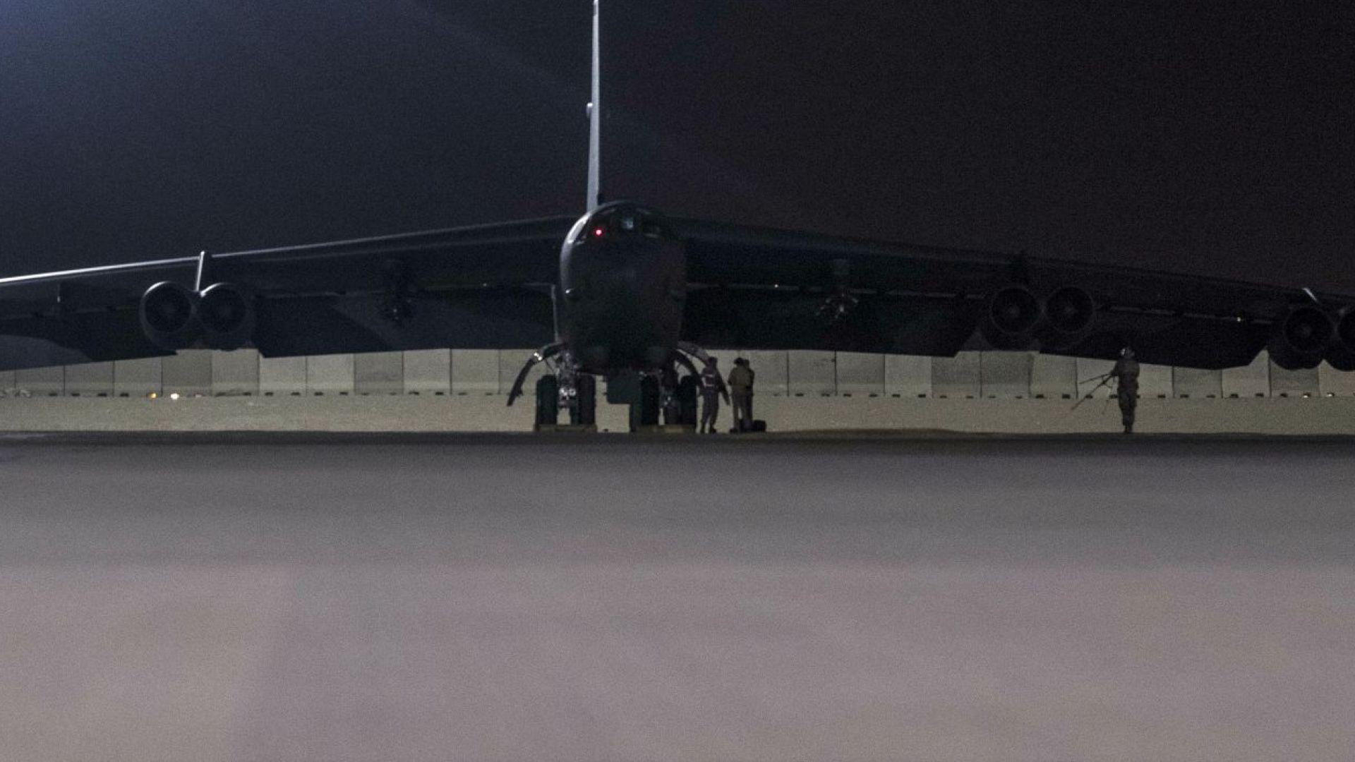 САЩ разположи в Катар бомбардировачи B-52 (снимки)