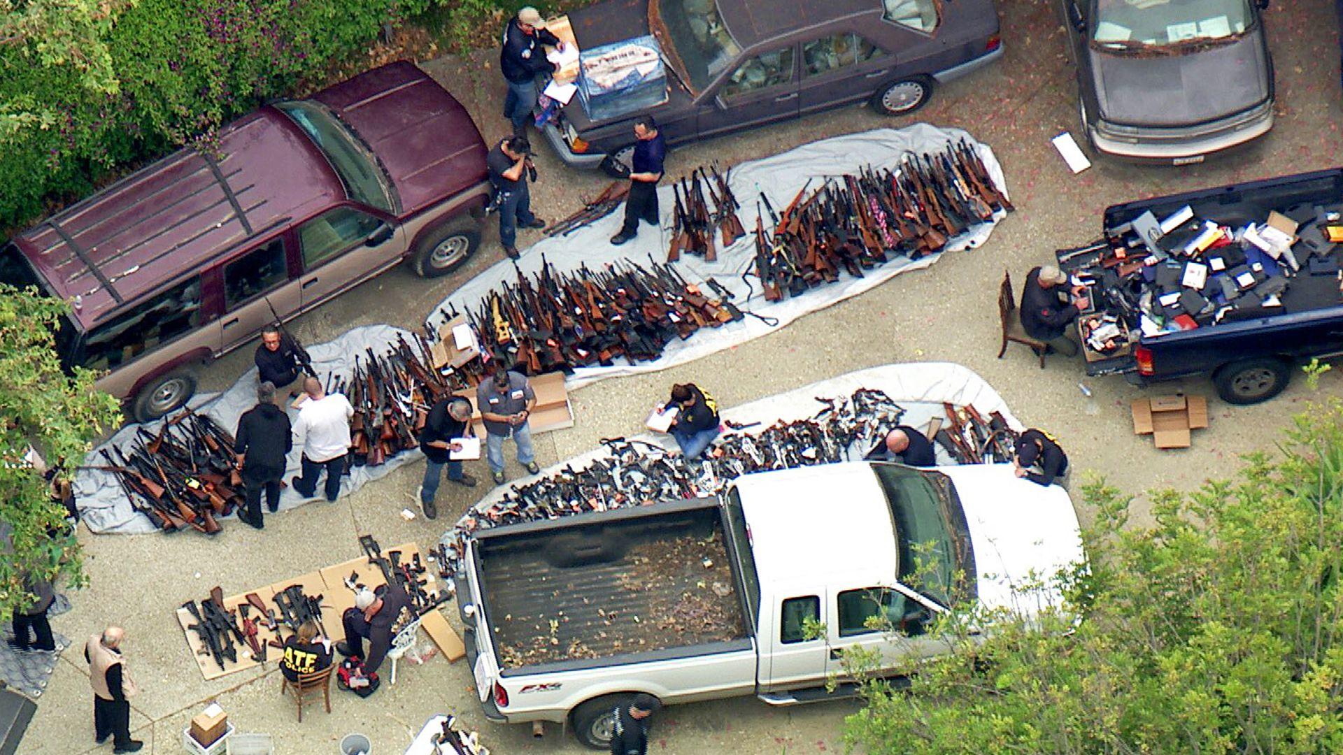 Полицията откри над 1000 оръжия в имот в шикозен квартал на Лос Анджелис