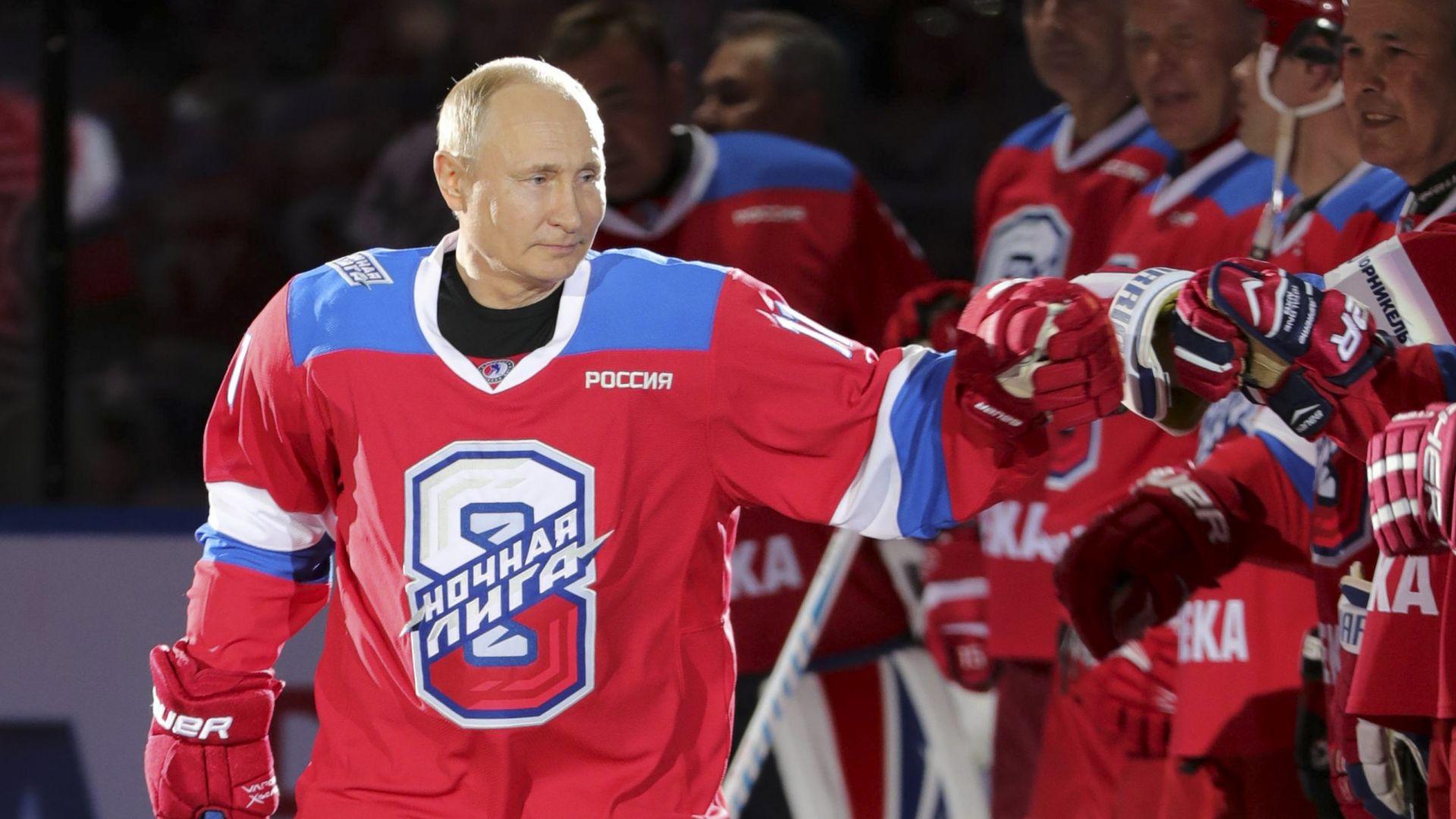 Путин заби 8 шайби в демонстративен мач заедно с Шойгу (снимки)