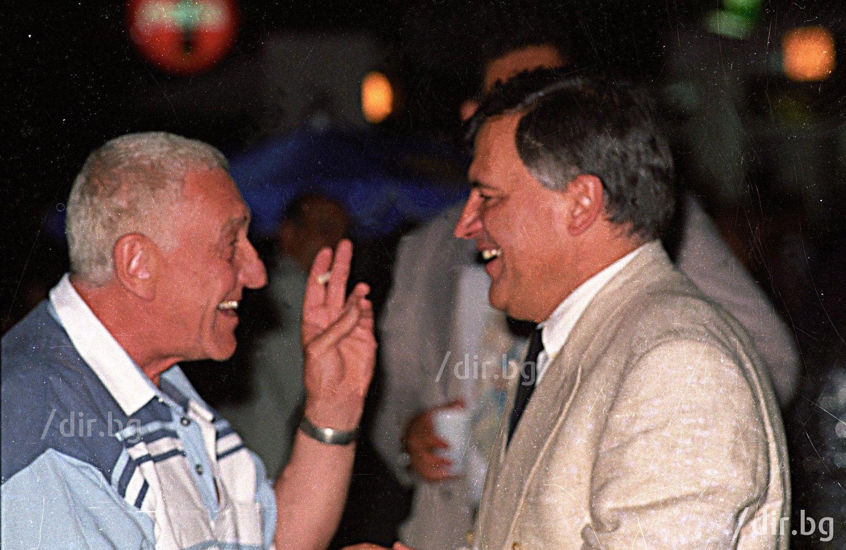"С Хачо Бояджиев, на 35-годишнината на ""По света и у нас"", 20 юли 1995 г. / Снимка: Иван Григоров /"