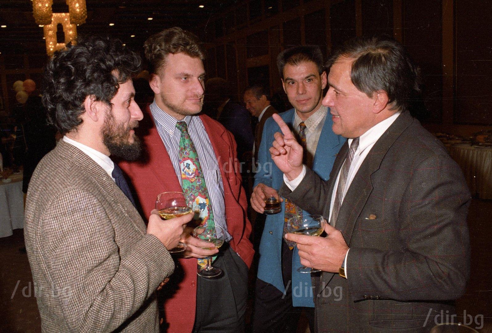 Със Соломон Паси /вляво/ и Петър Курумбашев, на кметските избори през 1995 г. / Снимка: Иван Григоров /