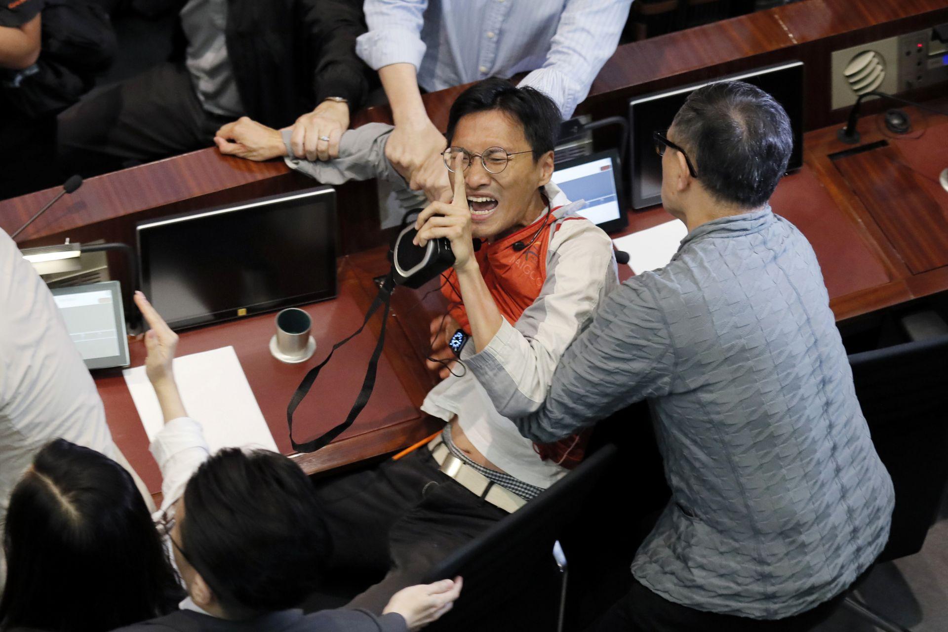 Боят е заради спорен закон за екстрадиране на местни жители в Китай