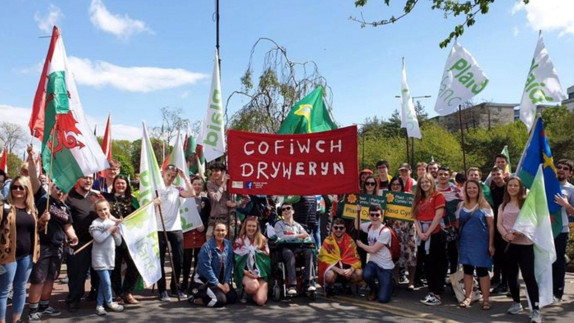Хиляди се включиха в марш за независим Уелс