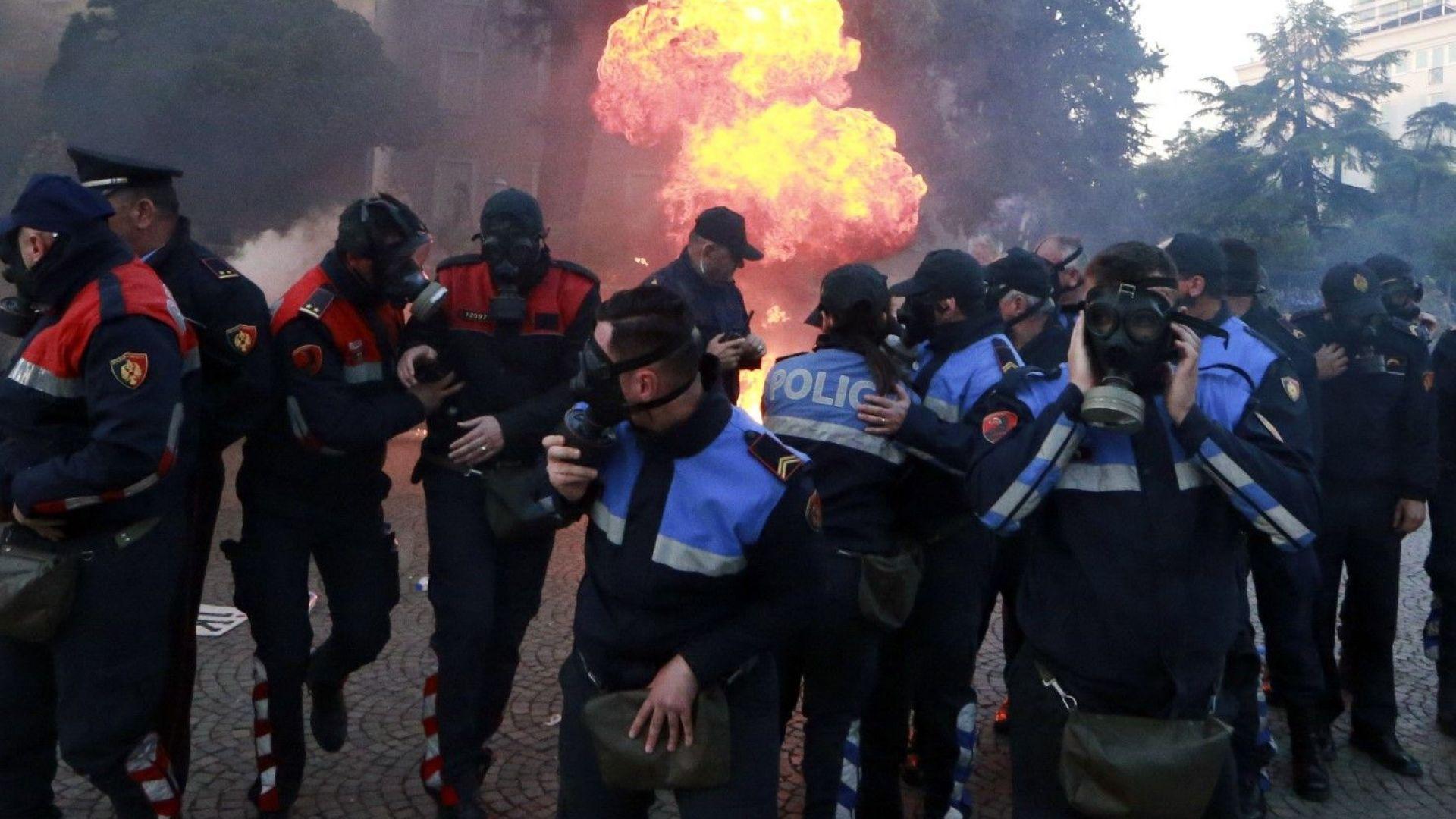 Опозицията в Албания продължава протестите: Иска оставката на Еди Рама