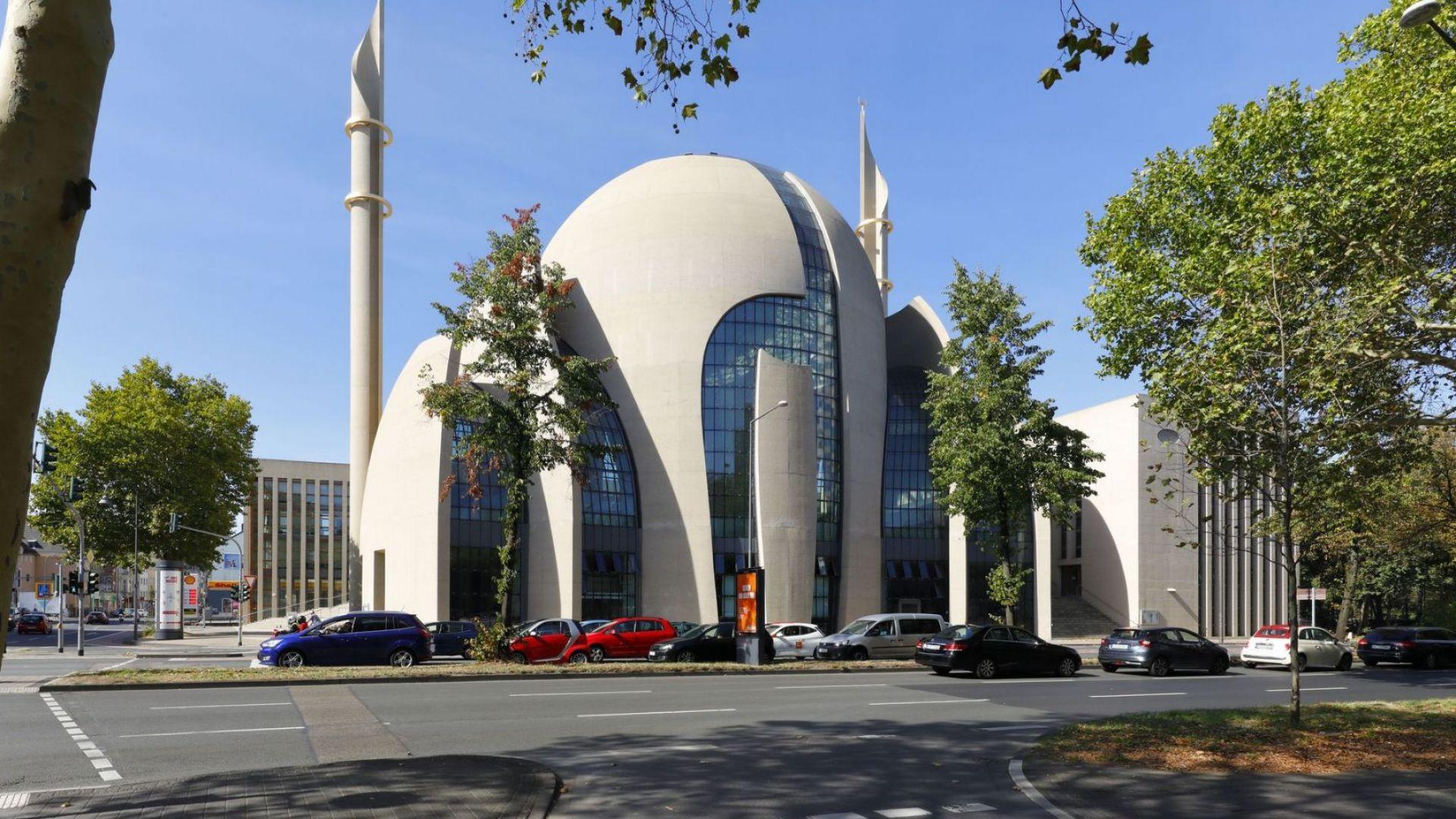 """Кабинетът на Меркел обмисля въвеждането на """"данък-джамия"""""""