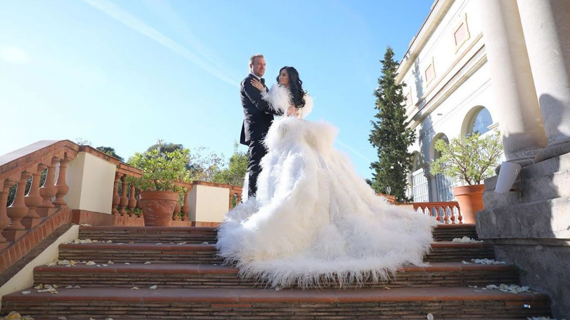 Цеци Красимирова вдигна пищна сватба в Каталуния (снимки)