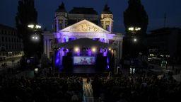 Народният театър отново издига сцена под звездите