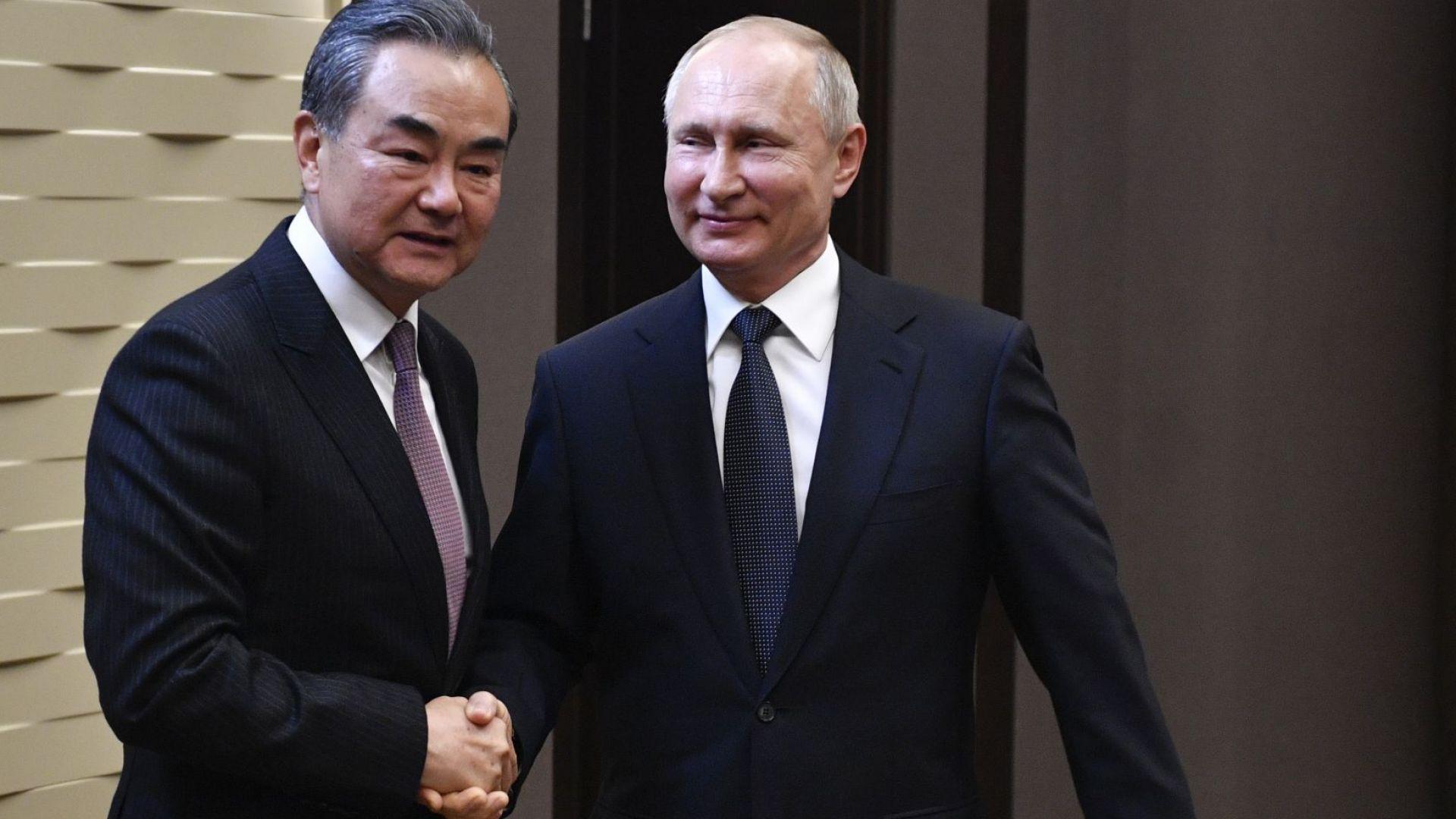 """Путин прие китайския външен министър в """"Бочаров ручей"""""""