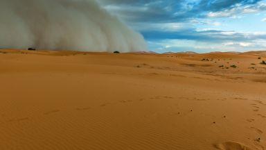 Топъл вятър пак носи пясък от Сахара