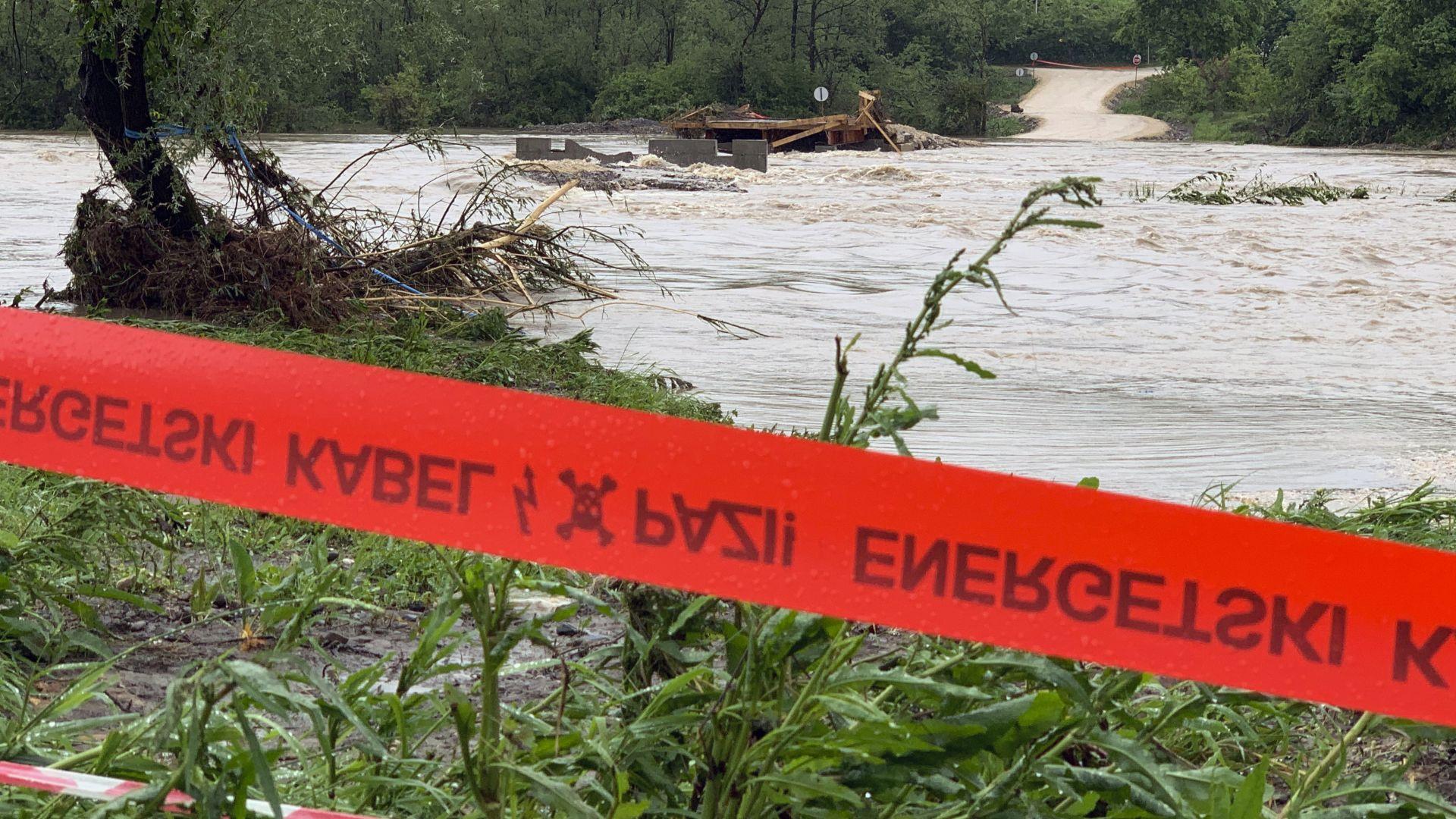 Порои в Босна и Херцеговина: Придошла река отнесе 6-годишно дете (снимки)