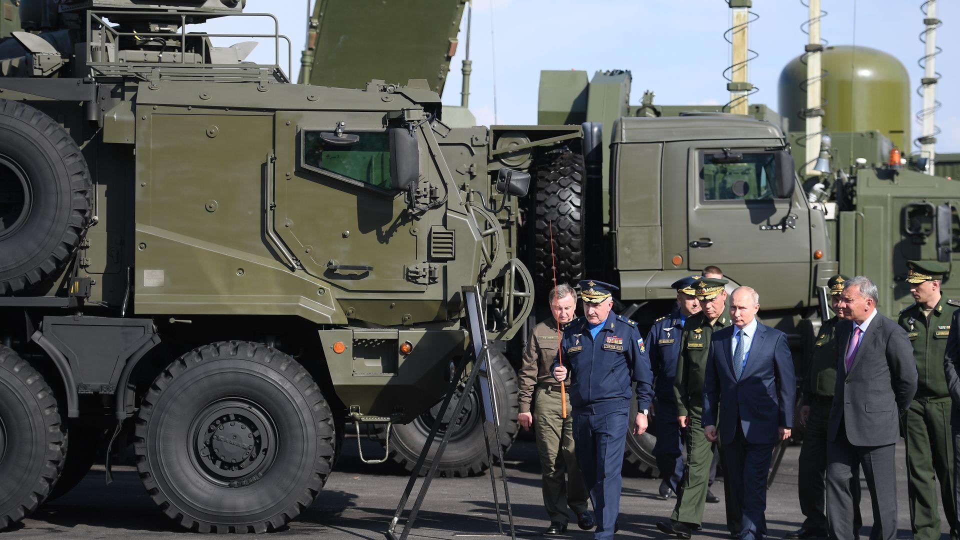 Шест  Су-57 ескортираха Путин до Ахтубинск (видео)