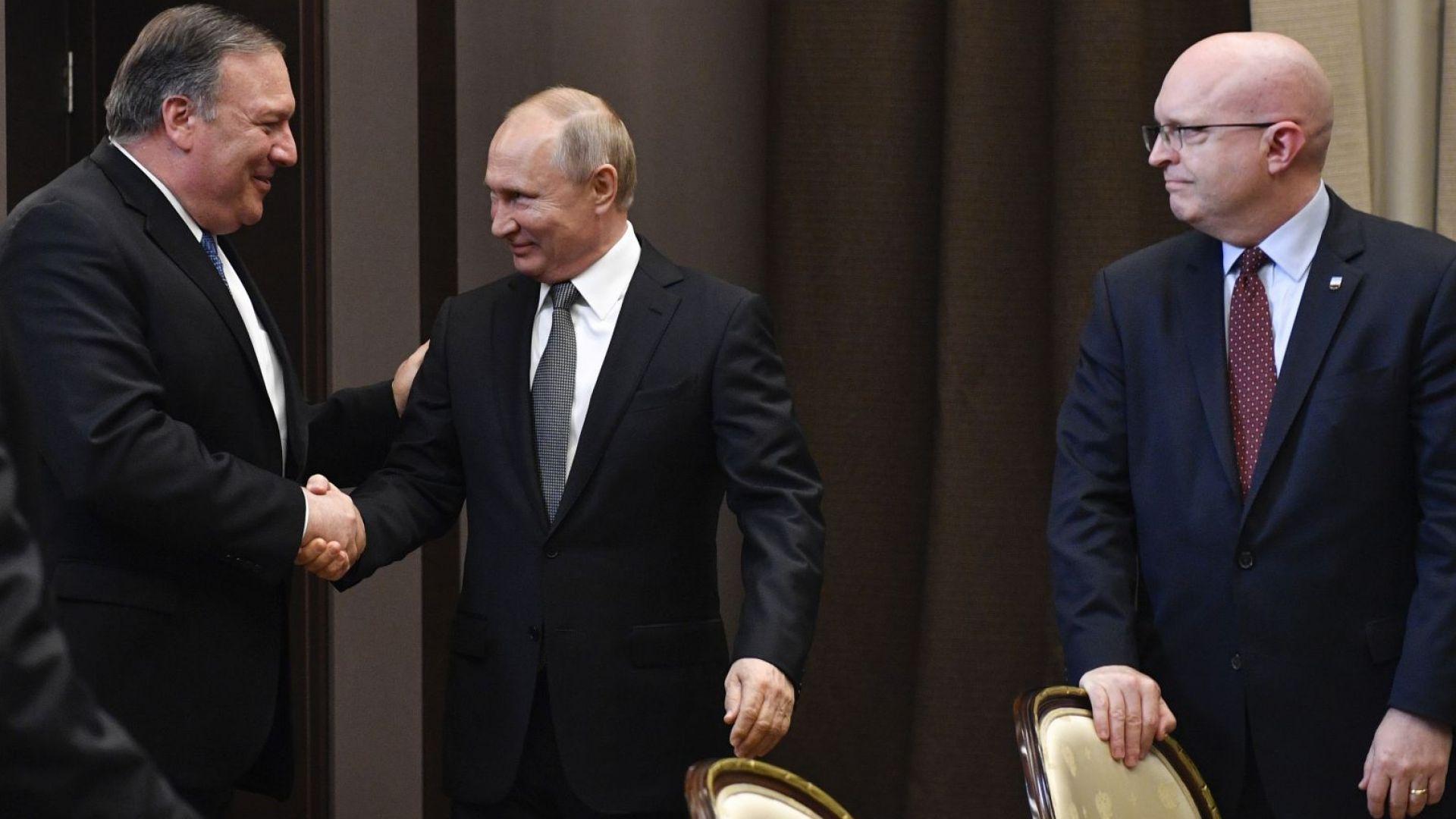 Въпреки различията: Светъл лъч в отношенията Русия-САЩ след срещата на Путин с Помпейо (снимки)