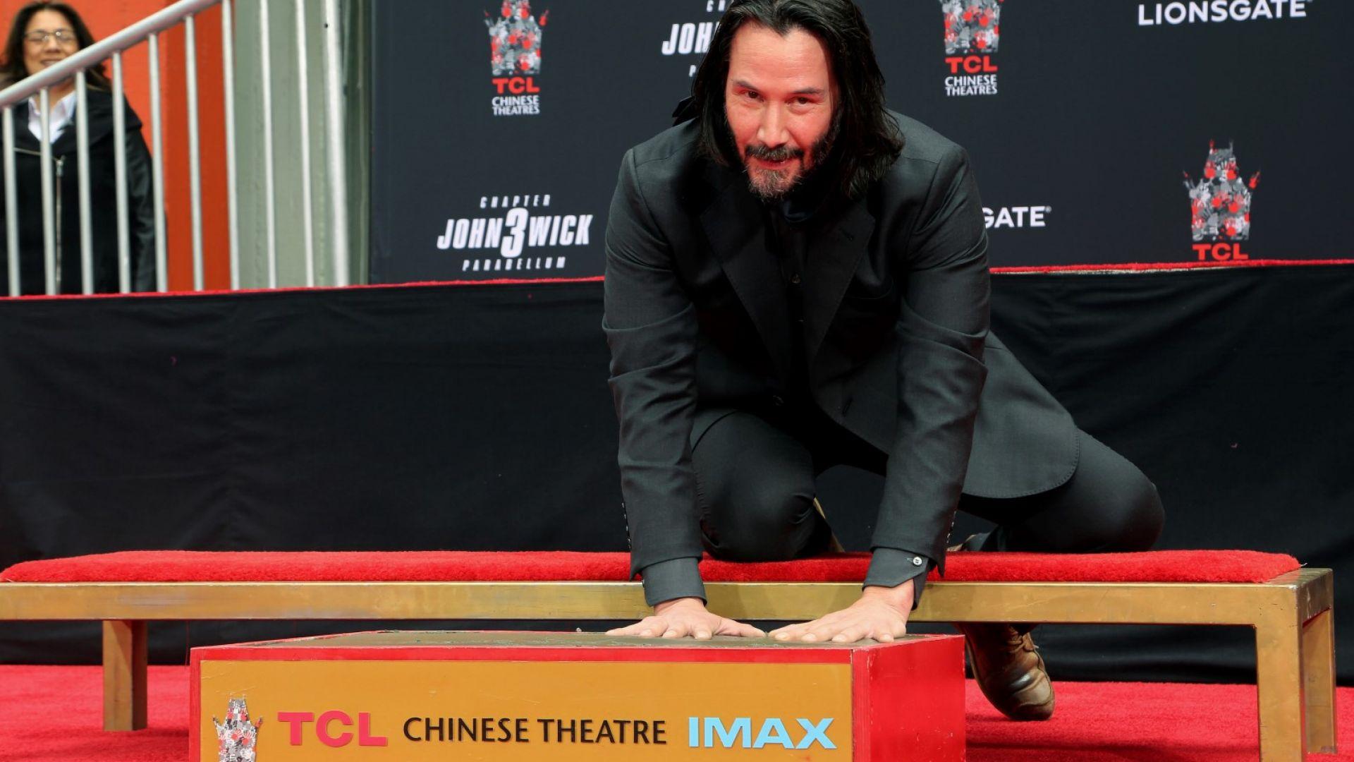 Киану Рийвс остави отпечатъците си пред Китайския театър в Холивуд