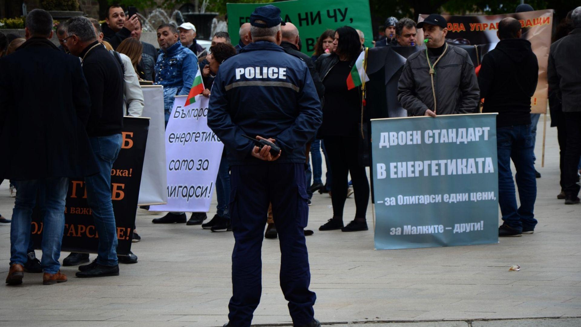 Малките ВЕИ-та поискаха две оставки, Петкова смята протеста за неаргументиран