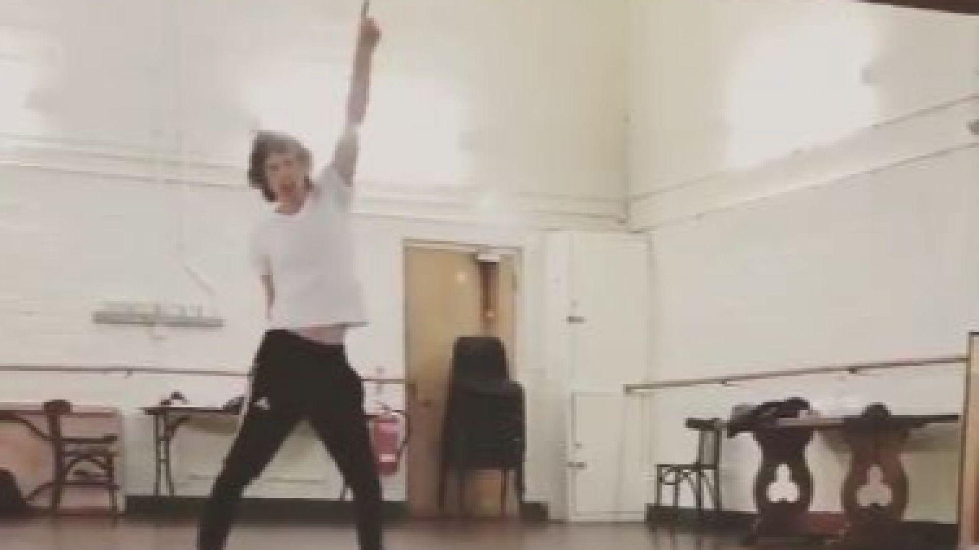 Мик Джагър се раздвижва с танци след операцията (видео)