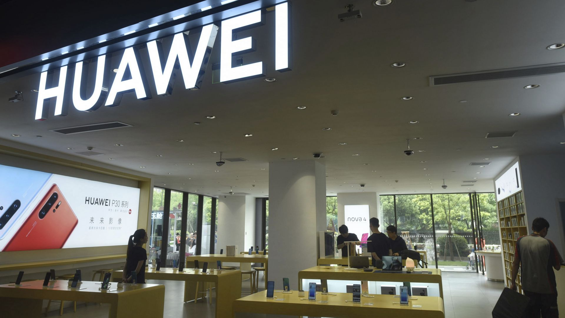 """Huawei официално е в """"черния списък"""" на САЩ"""