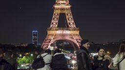 Париж отпразнува 130 г. на Айфеловата кула с голямо светлинно шоу (снимки и видео)