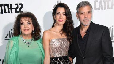 """Клуни с Амал и тъщата на премиерата на """"Параграф 22"""" в Лондон"""