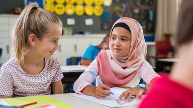 Германия обмисля да забрани забрадките за ученички