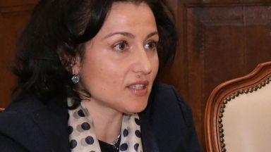Десислава Танева нареди общините да направят свински гробища