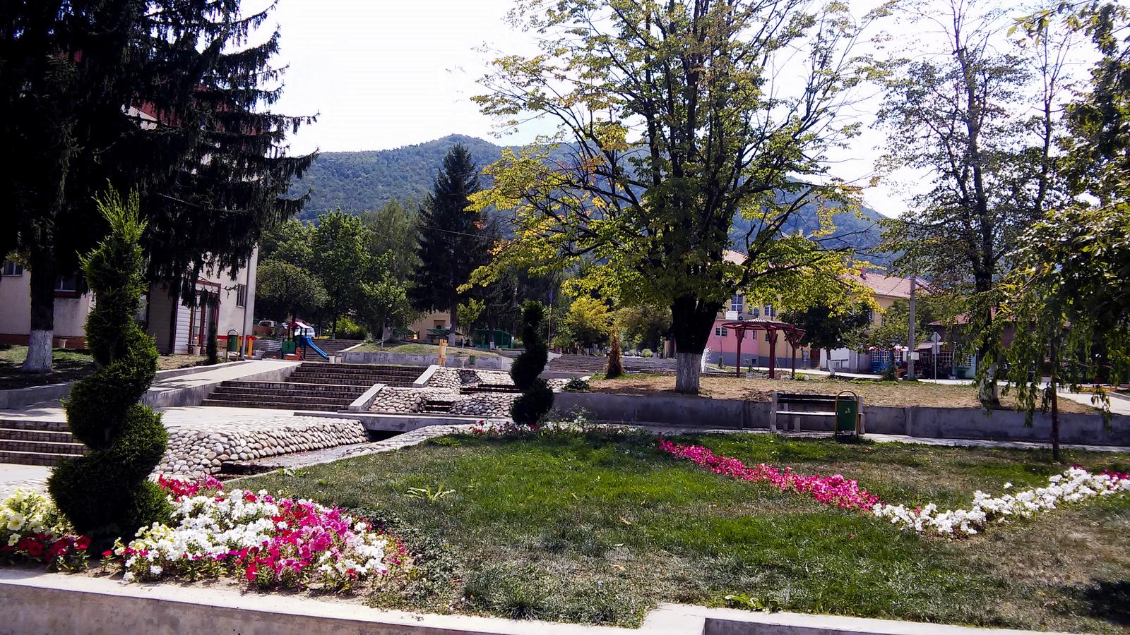 Крепост, лековити извори и водопади в курорта Костенец