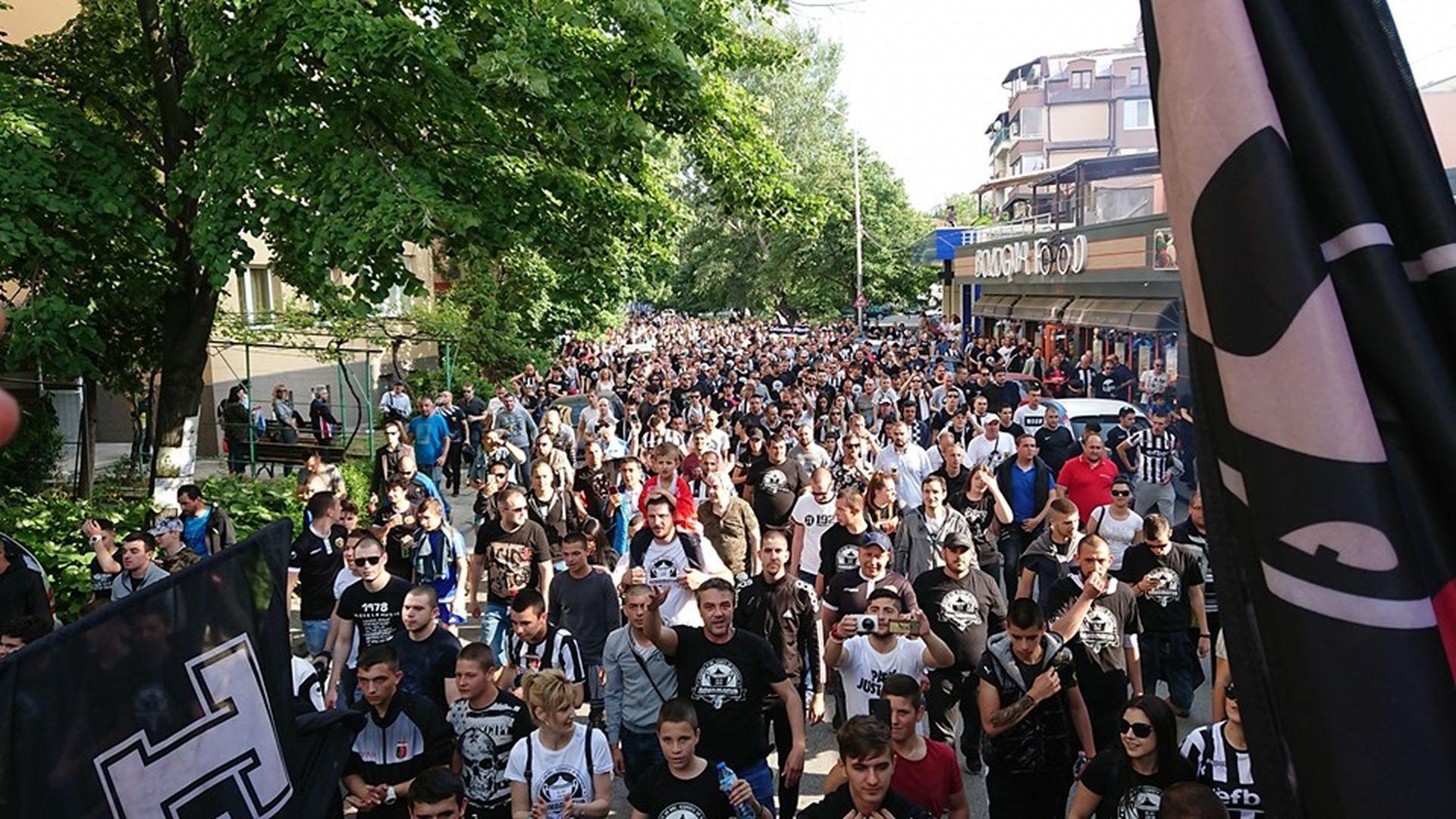 Хиляди се изсипаха на шествието
