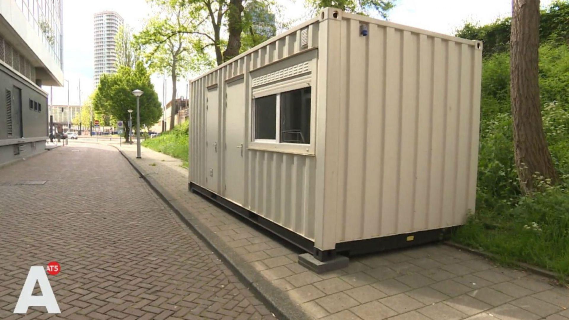 Неизвестни собственици са паркирали незаконно товарни контейнери на две улици