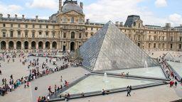 Почина авторът на стъклената пирамида в Лувъра