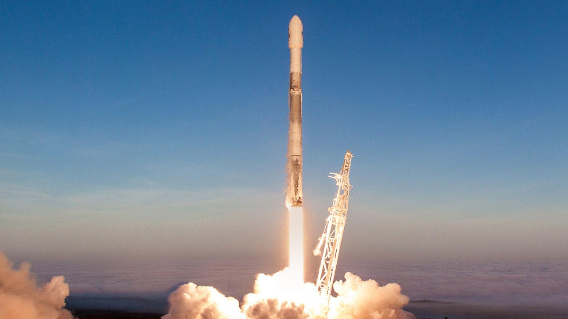Вижте излитането и кацането на Falcon 9 (видео)