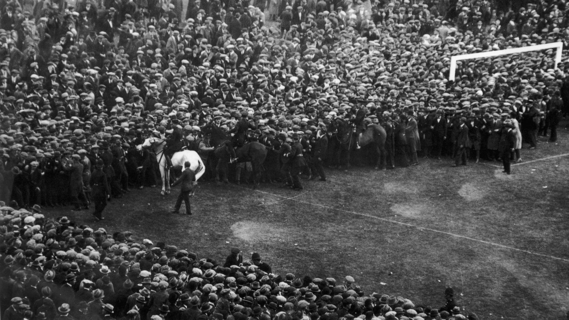 """""""Уембли"""", белият кон Били и сър Станли - разходка в историята (снимки)"""
