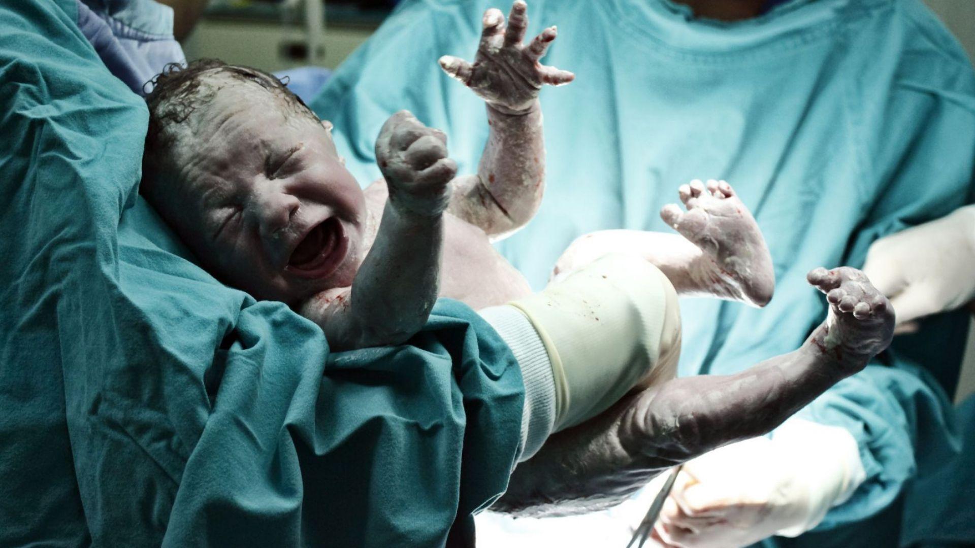Бременна жена от Банско премина през блокадата, за да роди
