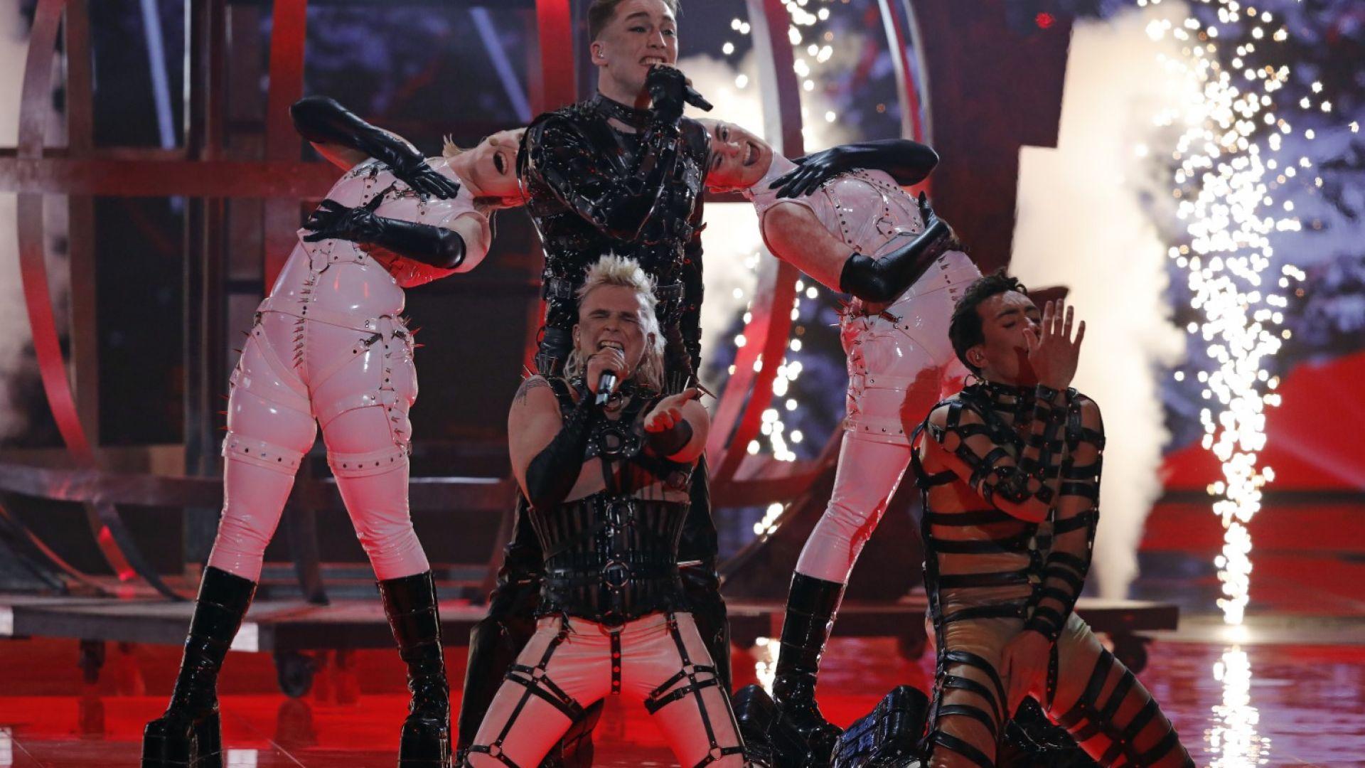 """Скандал на """"Евровизия"""": """"Хатари"""" от Исландия вдигнаха палестински флагове в Тел Авив"""
