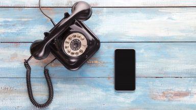 Ученици от ТУЕС създадоха телефон с шайба и СИМ карта