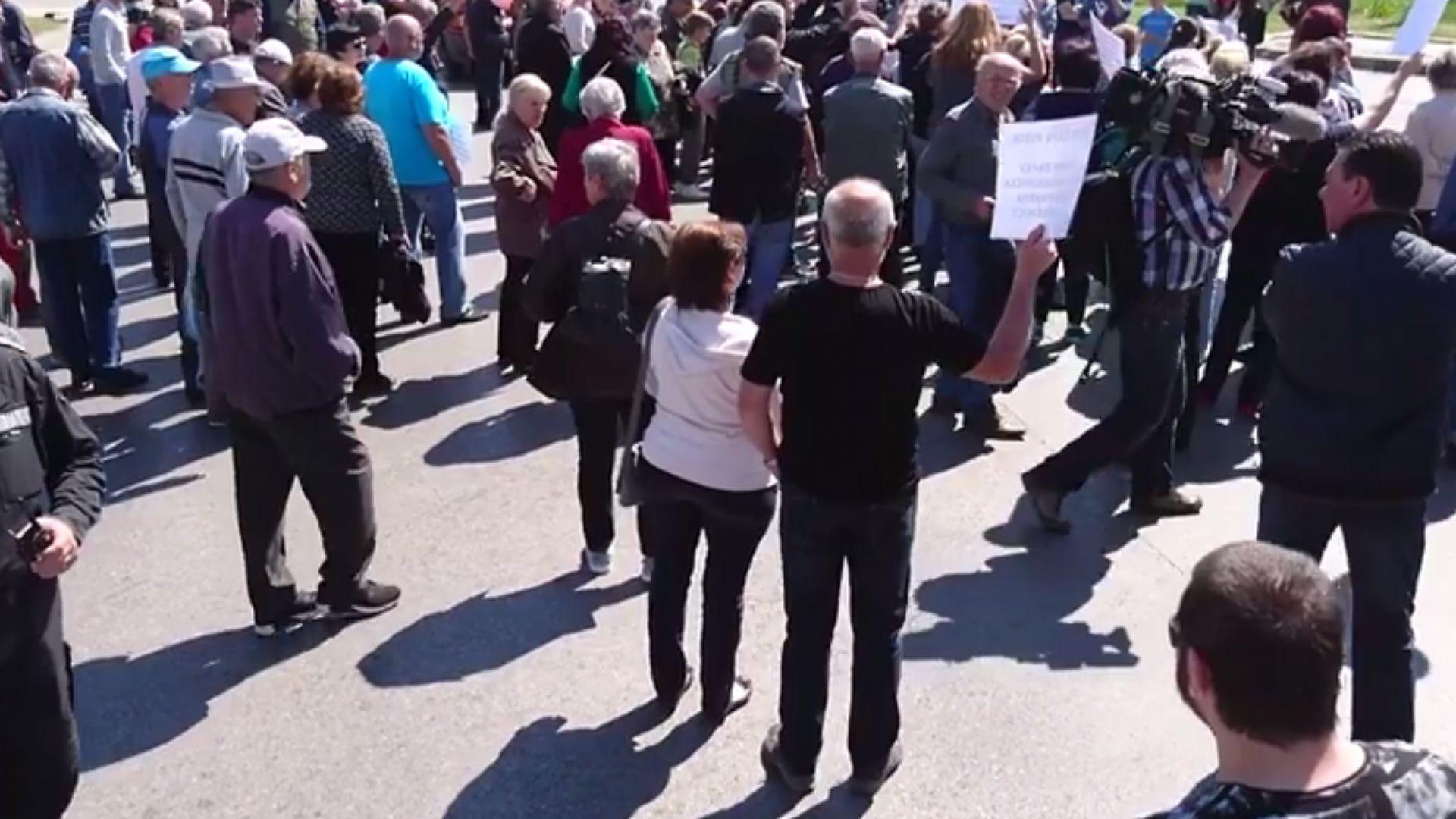 Протестиращи блокираха Цариградско шосе при Горубляне (видео)
