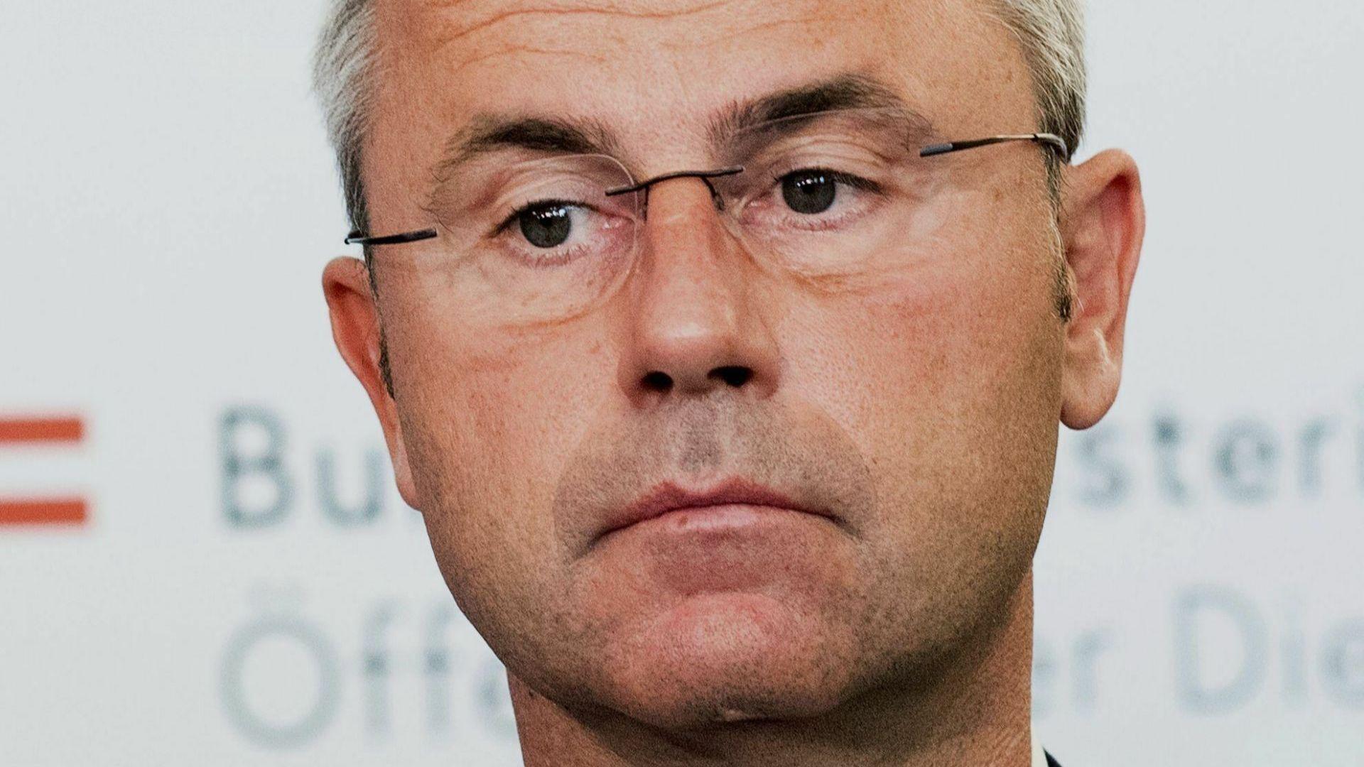 Австрийският министър на транспорта Норберт Хофер бе избран за председател