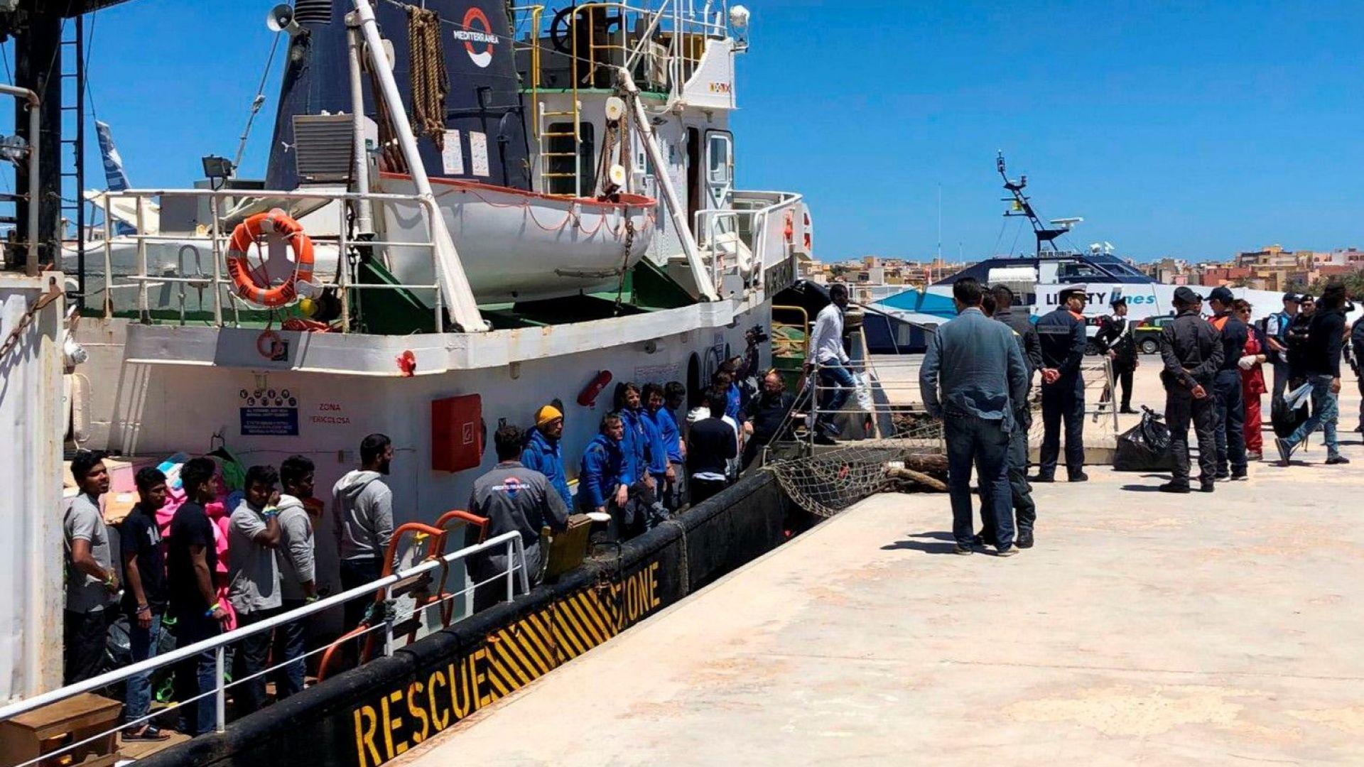 47 мигранти слязоха на италианския бряг, Салвини пита кой ги е пуснал