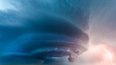 Многобройни торнада атакуваха  САЩ (видео)