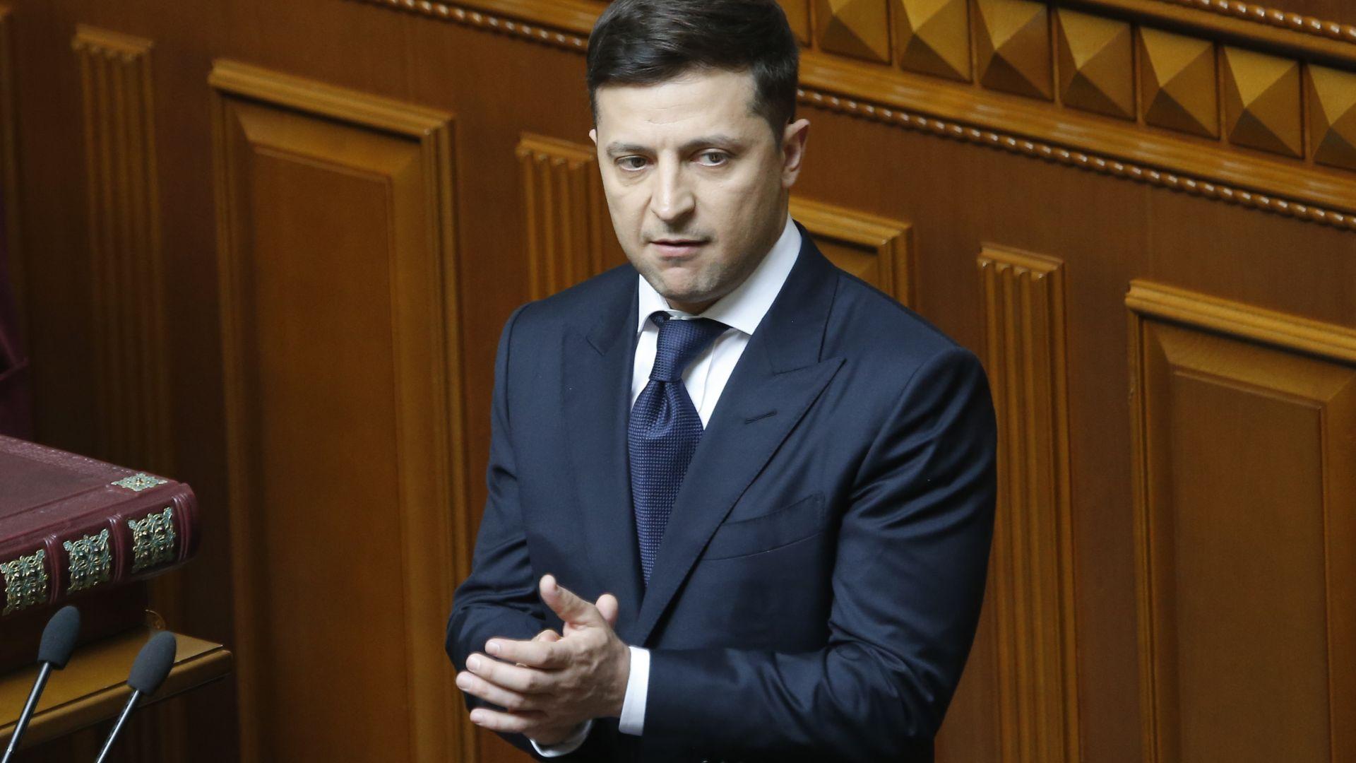 Зеленски насрочи за 21 юли предсрочни избори в Украйна