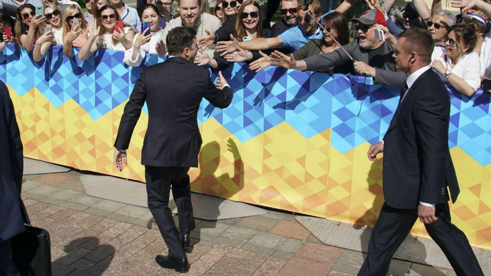 Нововстъпилият в длъжност президент на Украйна Володимир Зеленски разпусна Парламента