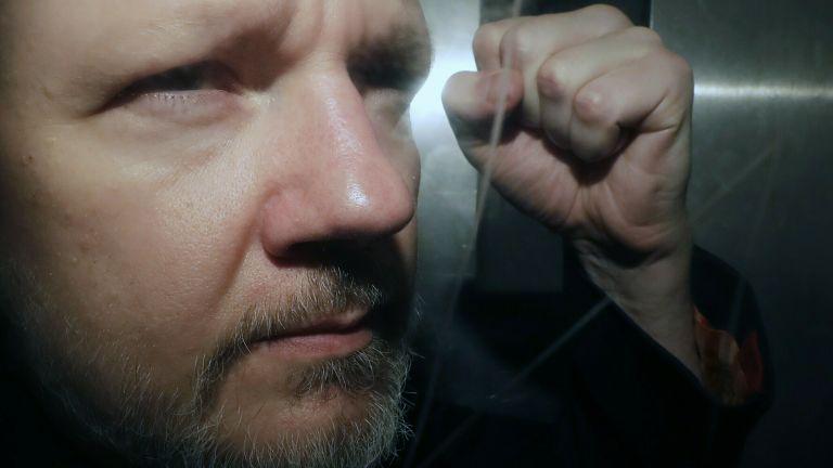 Шведската прокуратура иска европейска заповед за арест на Асандж