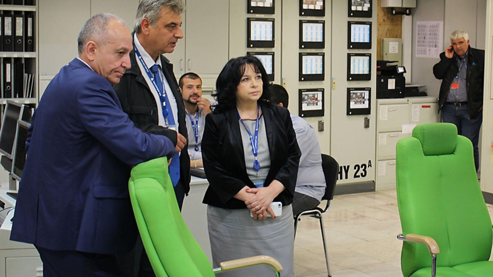 """Министър Петкова изненадана от протеста на """"малките ВЕИ"""""""