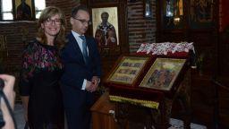 Хайко Маас разгледа софийски светини и хапна българска баница в Халите (снимки)