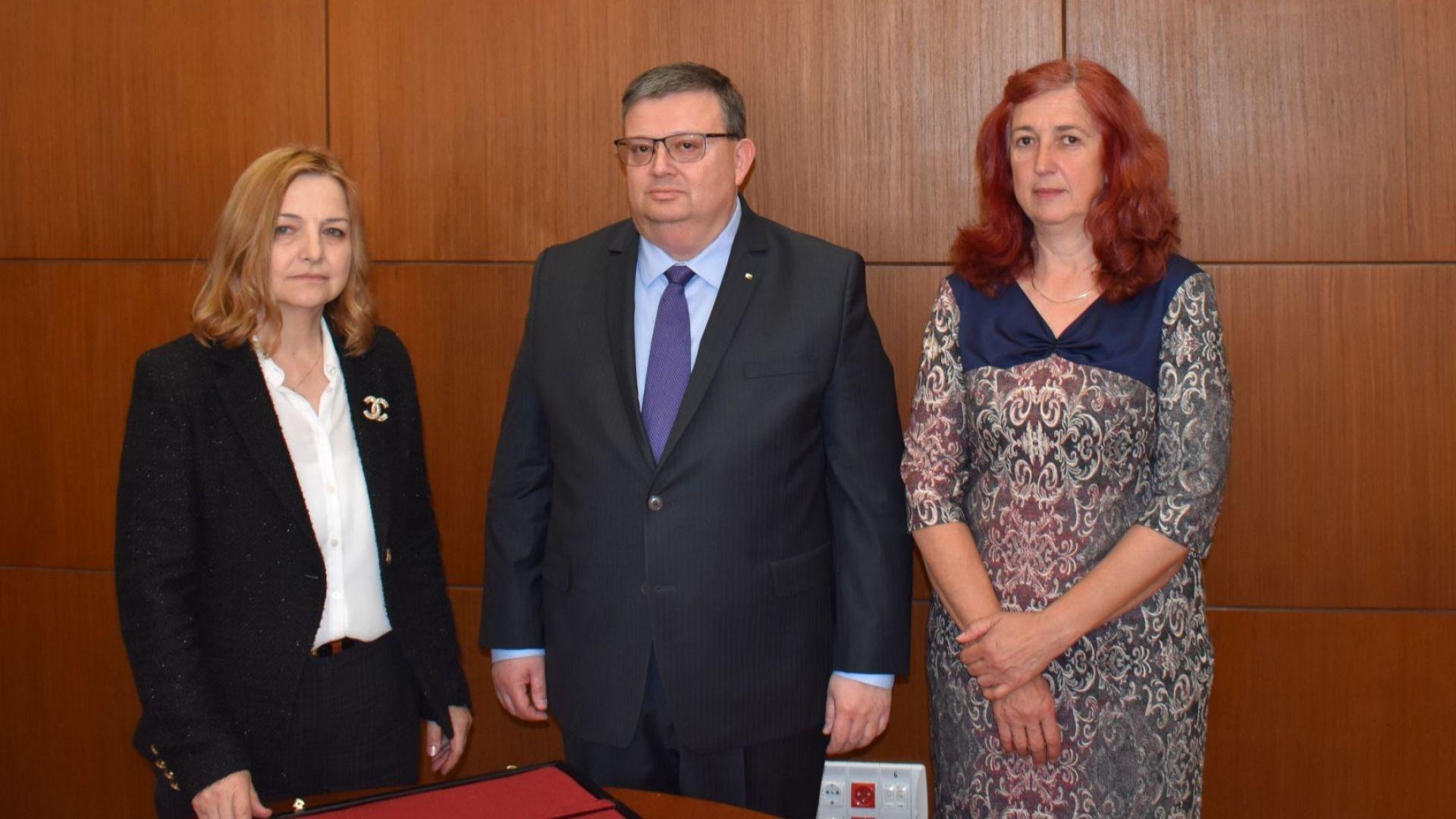 С награда са отличени прокурор Недялка Попова от държавното обвинение