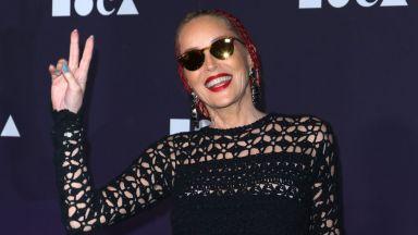 Шарън Стоун се появи в плетена хипи рокля