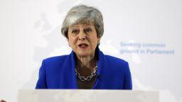 Опозицията съветва Мей да не поставя за гласуване сделката си Брекзит