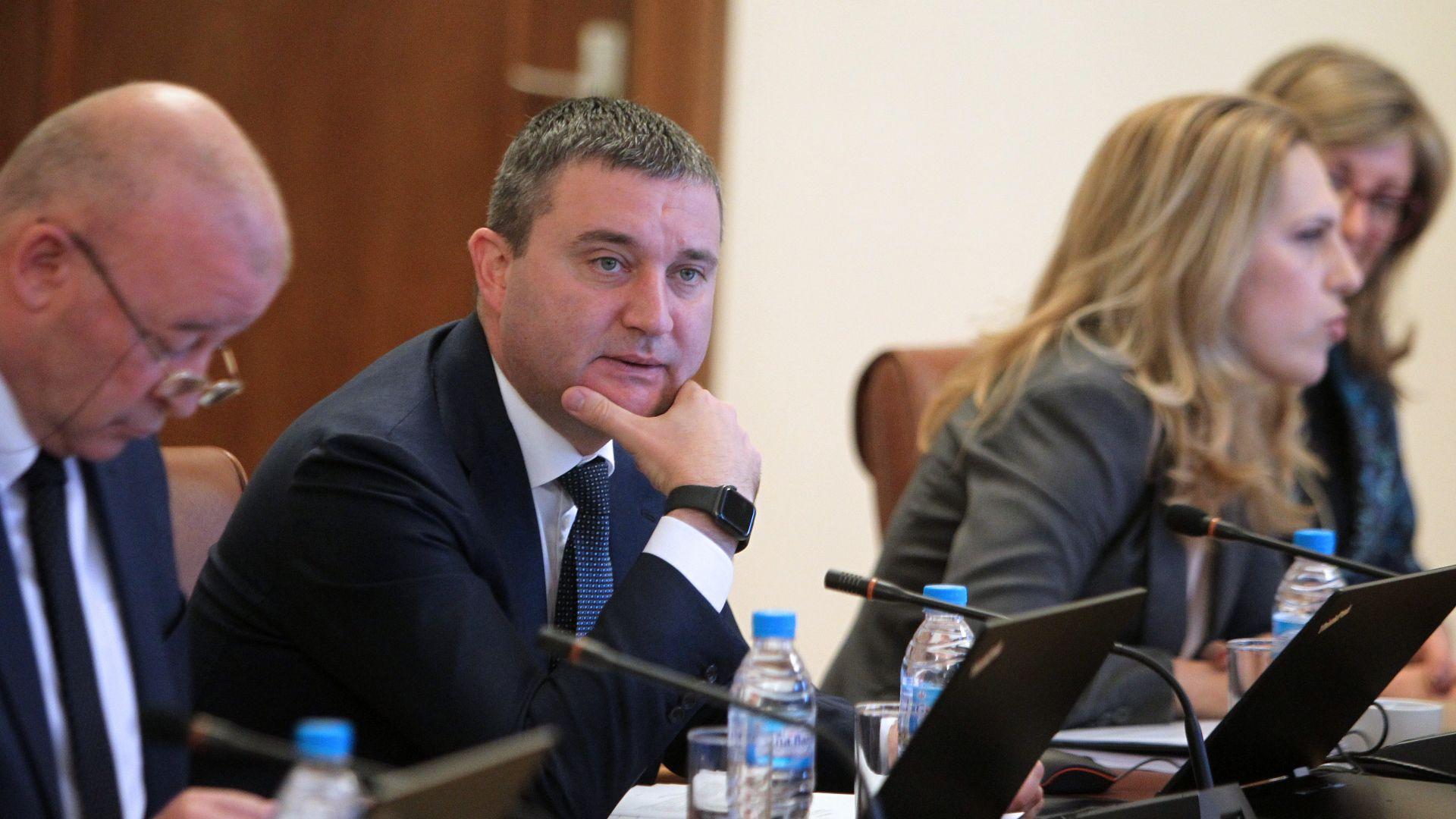 200 000 българи вземат над 9000 лв. заплата