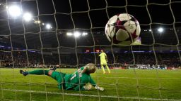 В женския футбол призовават вратите да са с по-малки размери
